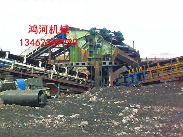 3073大型香蕉筛在新疆神华准东1000万吨煤矿工程安装现场